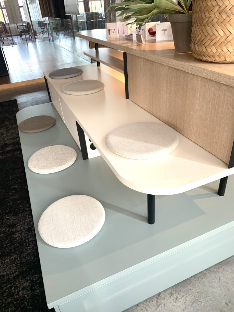 Desque - Dutch Design Week - Functioneel meubel met zitplaatsen