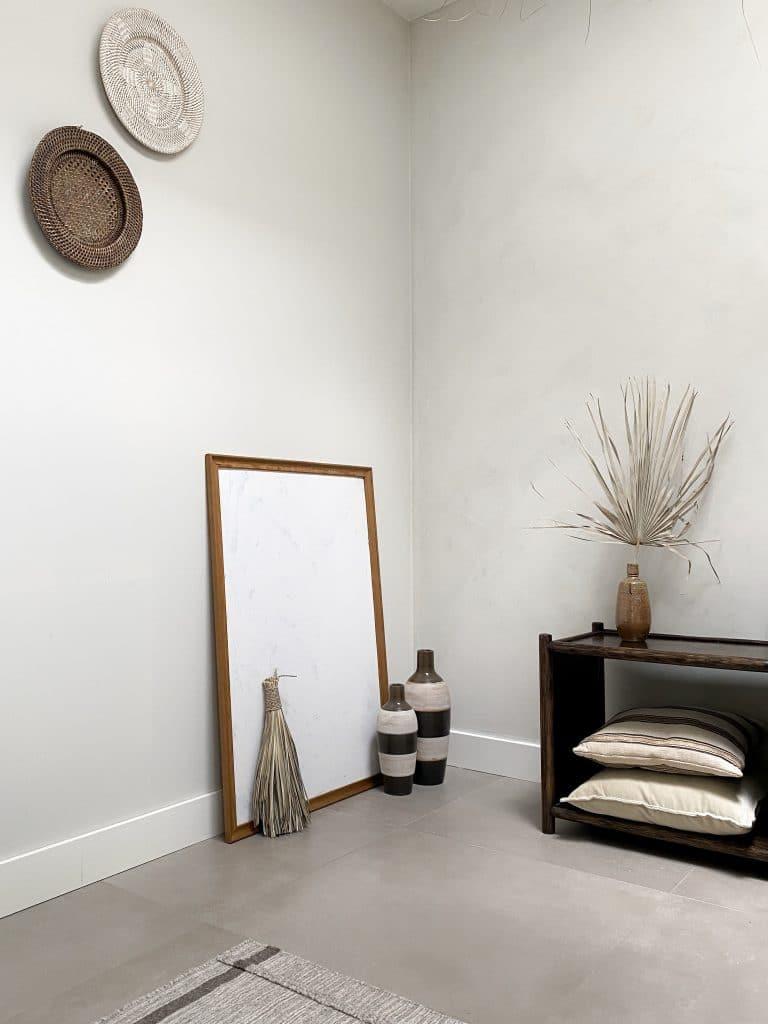 Herfstproof interieur in bruin tinten en natuurlijke materialen met Bohemian touch hoekje