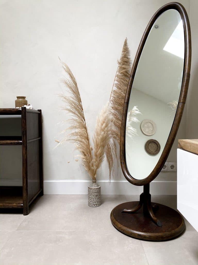 Herfstproof interieur in bruin tinten en natuurlijke materialen met Bohemian touch spiegel